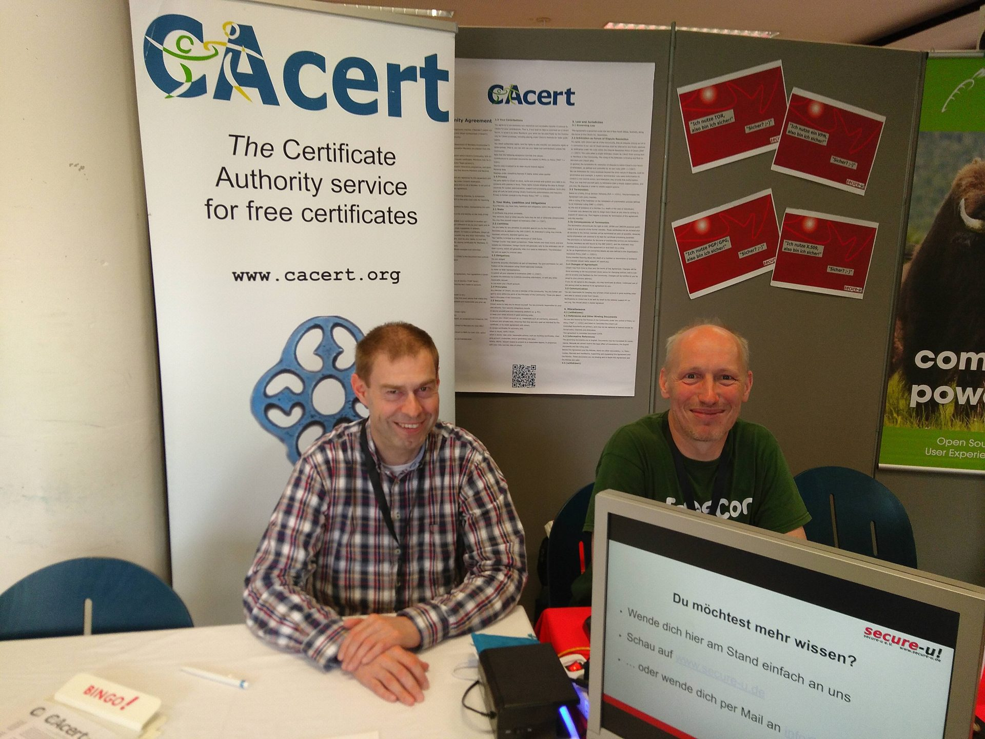 CAcert staff talking to interested public and giving assurances at FrOSCon booth